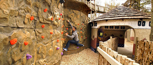 Steve Backshall attempts the traverse wall in the Deadly Challenge